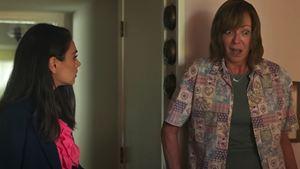 """Schwarzer Humor und Star-Aufgebot: Trailer zu """"Breaking News In Yuba County"""" mit Mila Kunis, Allison Janney und Awkwafina"""