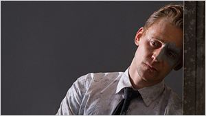 """""""High-Rise"""": Neuer Trailer zum Dystopie-Thriller mit Tom Hiddleston und Jeremy Irons"""
