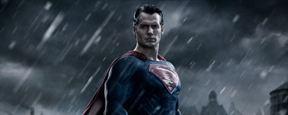 """Auf neuen Set-Bildern zu """"Batman v Superman: Dawn Of Justice"""" sieht man Henry Cavill als Clark Kent"""