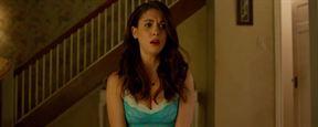 """""""No Stranger Than Love"""": Ein Loch in Alison Bries Wohnung verschluckt Colin Hanks im ersten Trailer zur Romantik-Komödie"""