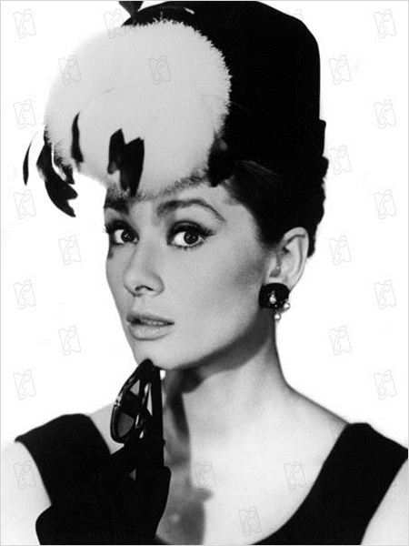 fr hst ck bei tiffany bild audrey hepburn fr hst ck bei tiffany bild 9 von 47. Black Bedroom Furniture Sets. Home Design Ideas