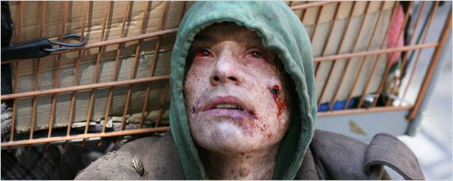 """""""Frankenstein - Das Experiment"""": Carrie-Anne Moss und Danny Huston erschaffen im deutschen Trailer zum Horror-Thriller eine gefährliche Kreatur"""