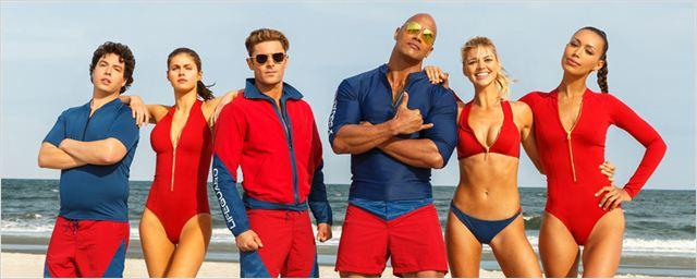 """Die """"Baywatch""""-Besetzung um Dwayne Johnson und Zac Efron feiert mit neuem Bild den Independence Day"""