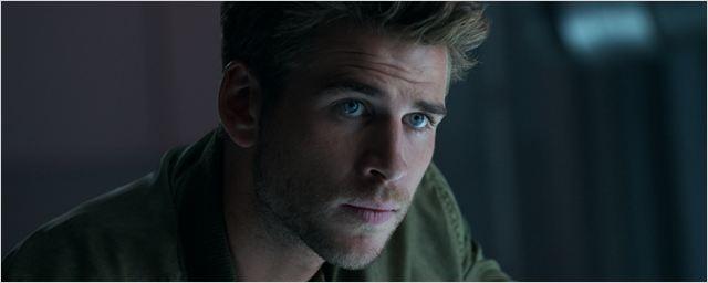 """Der FILMSTARTS-Casting-Überblick: Heute mit Liam Hemsworth, Sam Claflin und Rentnerinnen, die """"Fifty Shades Of Grey"""" lesen"""