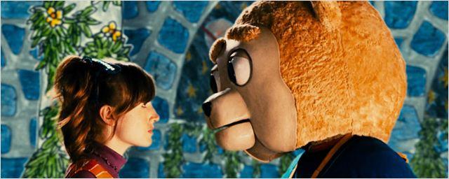 """""""Brigsby Bear"""": Im Trailer zur bittersüßen Komödie mit Mark Hamill erlebt ein Bär surreale Abenteuer"""
