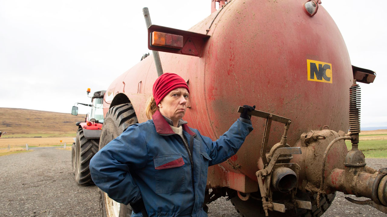"""Der deutsche Trailer zu """"Milchkrieg in Dalsmynni"""": Mit Jauche gegen die Korruption:"""