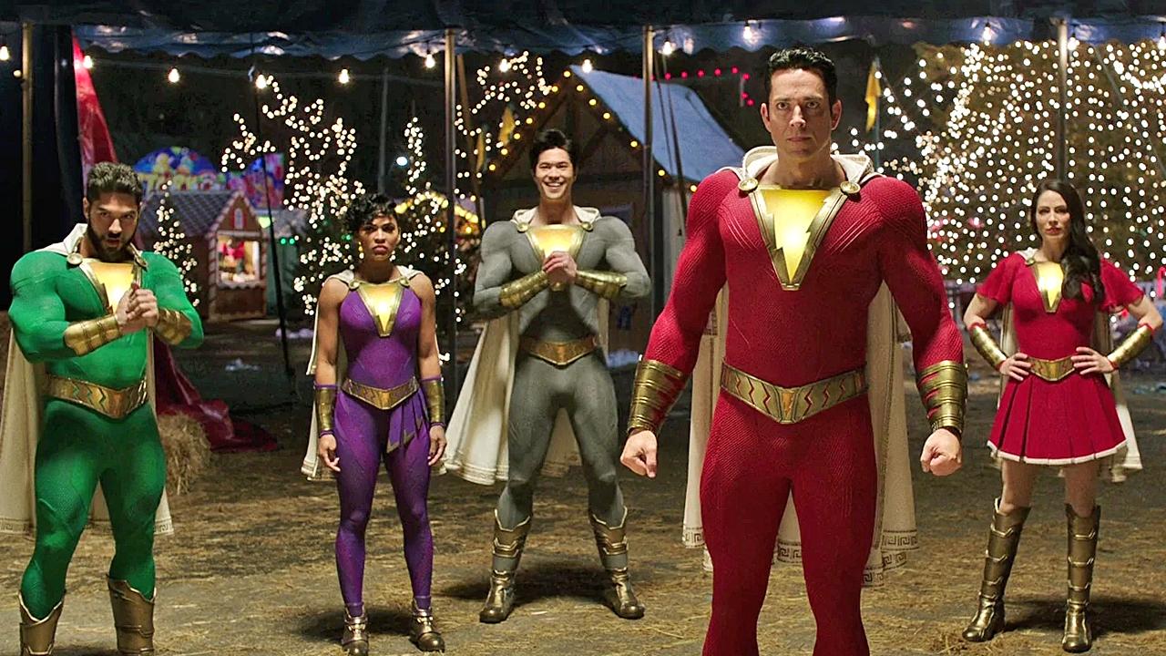 """Erstes Bild zu """"Shazam 2"""" zeigt gleich 6 (!) Superhelden – und 2 große Änderungen"""